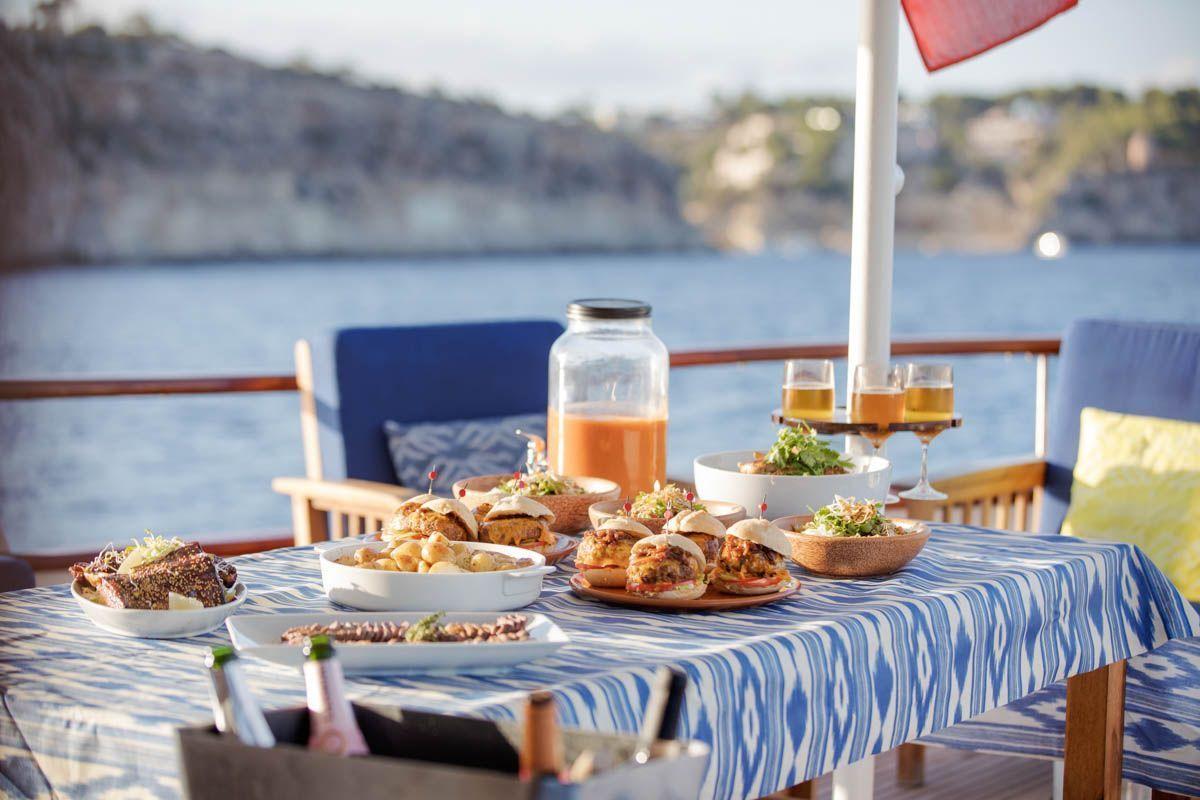 luxury-classic-yacht-Mallorca